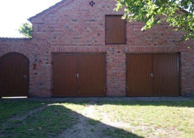 Garagentore mit Rahmen aus Stahl