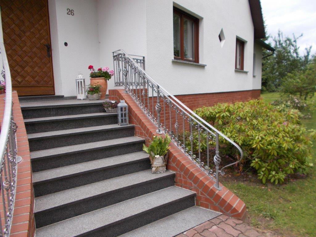 Kunstvolles Geländer einer Freitreppe