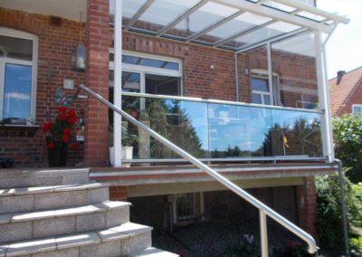 Handlauf einer Freitreppe und Balkonbrüstung in Edelstahl