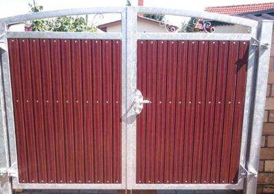 Doppelflügeliges Hoftor mit Rahmen aus Stahl, verzinkt