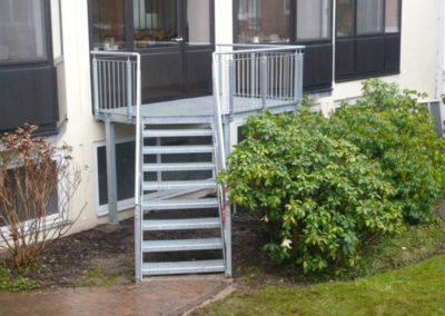 Treppen mit Metallstufen, verzinkt