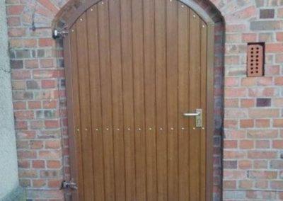 Tür für Mauerbogen mit Rahmen aus Stahl